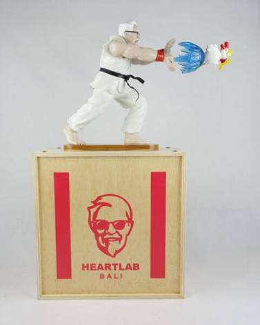 EPIC-HADOUKEN-by-HANH-x-HEART-LAB-The-Toy-Chronicle-2020-KFC-Street-fighter-toy-resin-Full